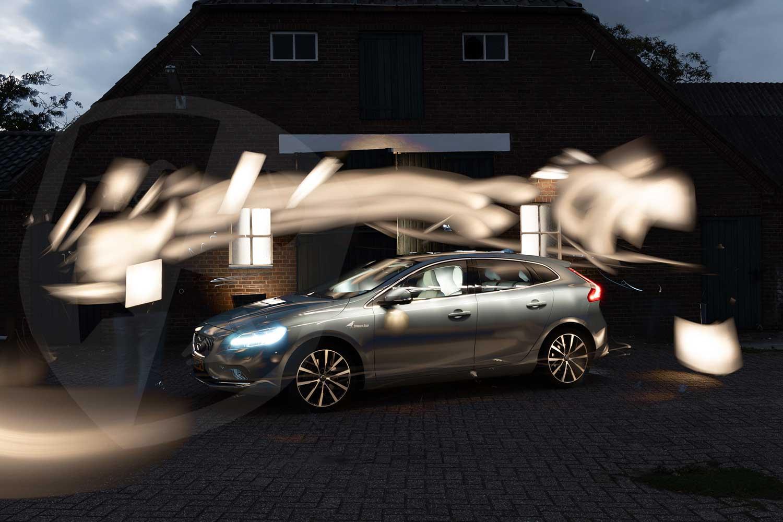 Volvo V40 lightpainting alle foto's over elkaar heen.